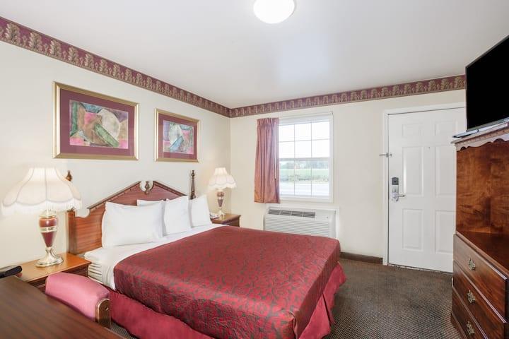 Guest room at the Days Inn Trumann AR in Trumann, Arkansas