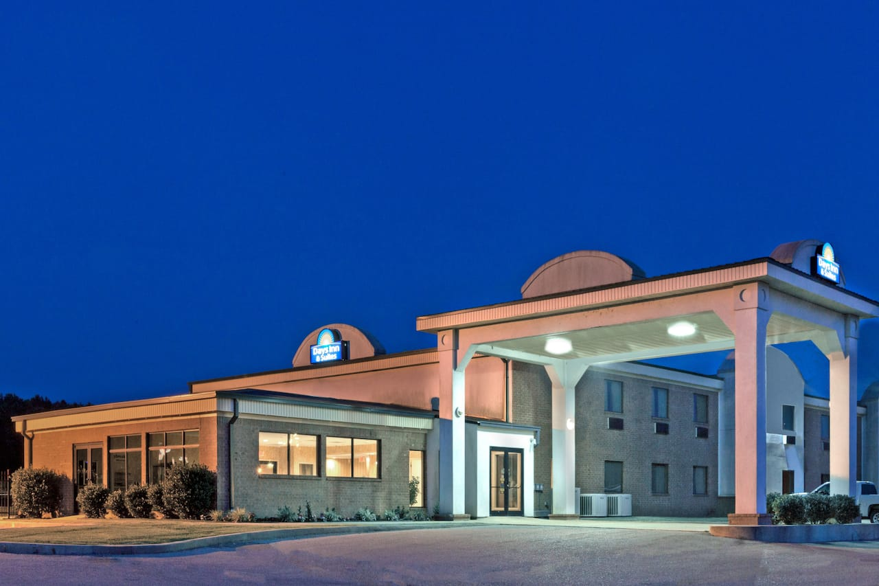 Days Inn & Suites Wynne in Forrest City, Arkansas