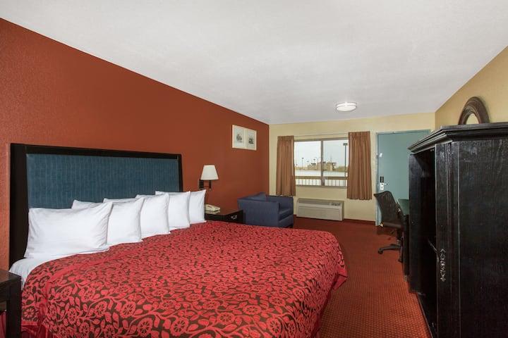 Guest room at the Days Inn Buckeye in Buckeye, Arizona