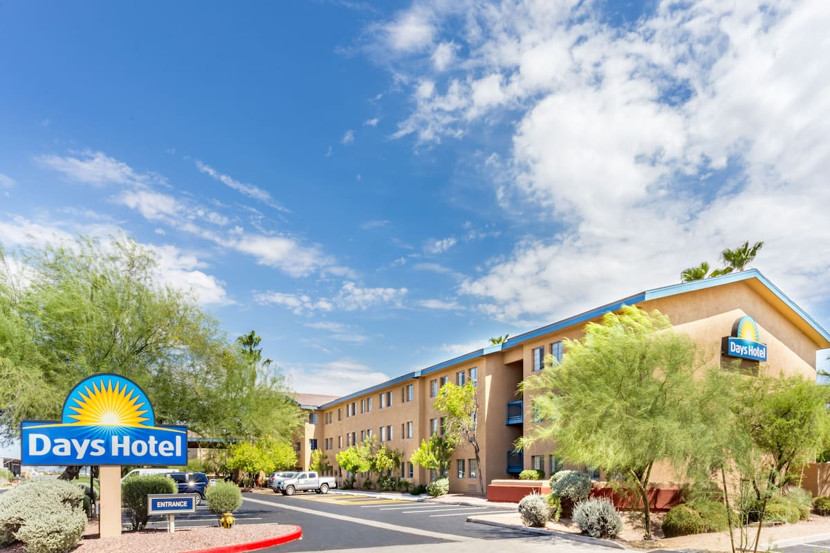 Exterior Of Days Hotel By Wyndham Mesa Near Phoenix In Arizona