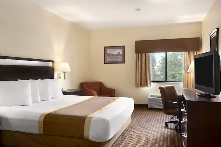 Guest room at the Days Inn & Suites Payson in Payson, Arizona