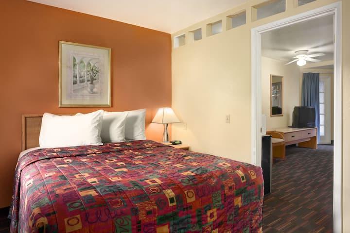 Days Inn & Suites Tucson AZ suite in Tucson, Arizona