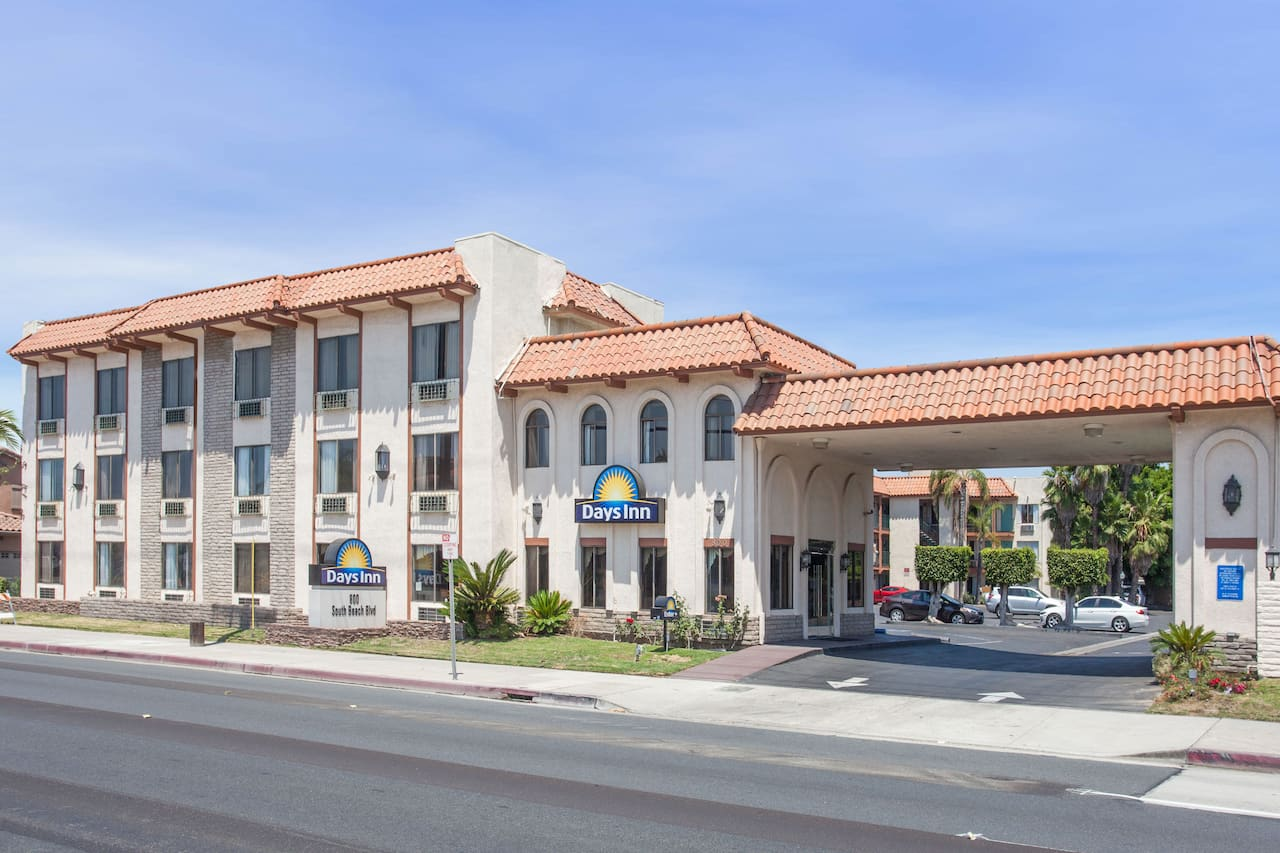Days Inn Anaheim Near the Park in Sunset Beach, California