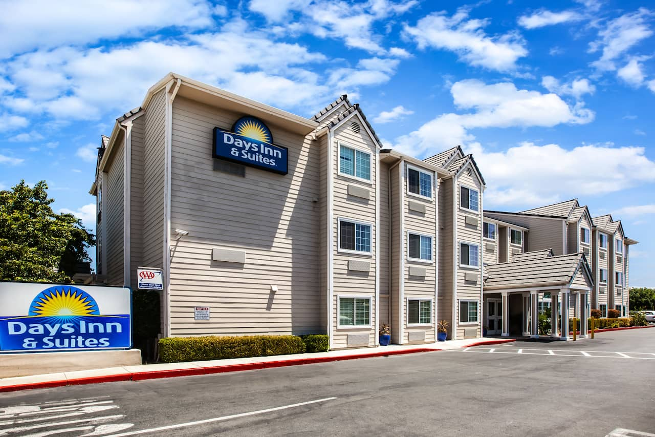 Days Inn & Suites Antioch in Livermore, California