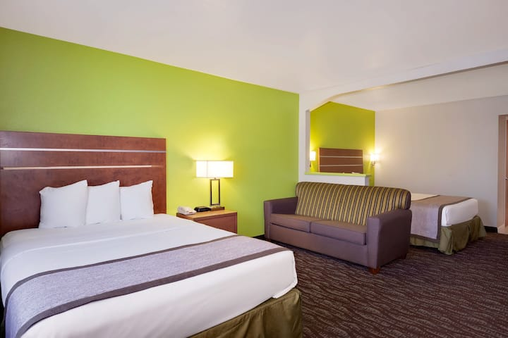 Days Inn & Suites Arcata suite in Arcata, California