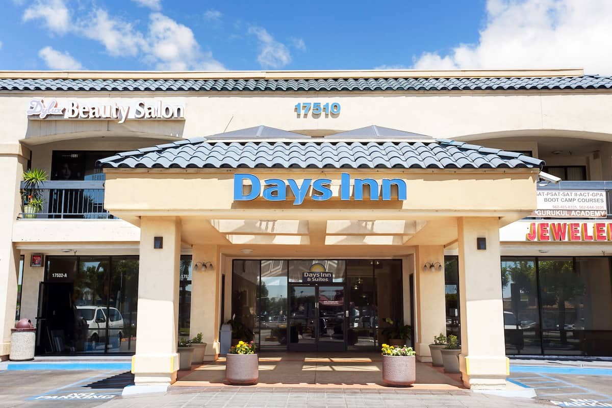 Americas Best Value Inn Hibbing Days Inn Suites Artesia Artesia Hotels Ca 90701
