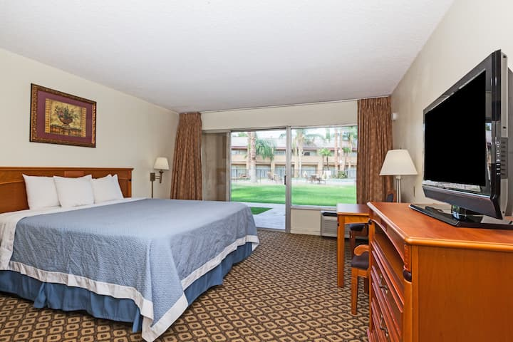 Guest room at the Days Inn Bakersfield in Bakersfield, California
