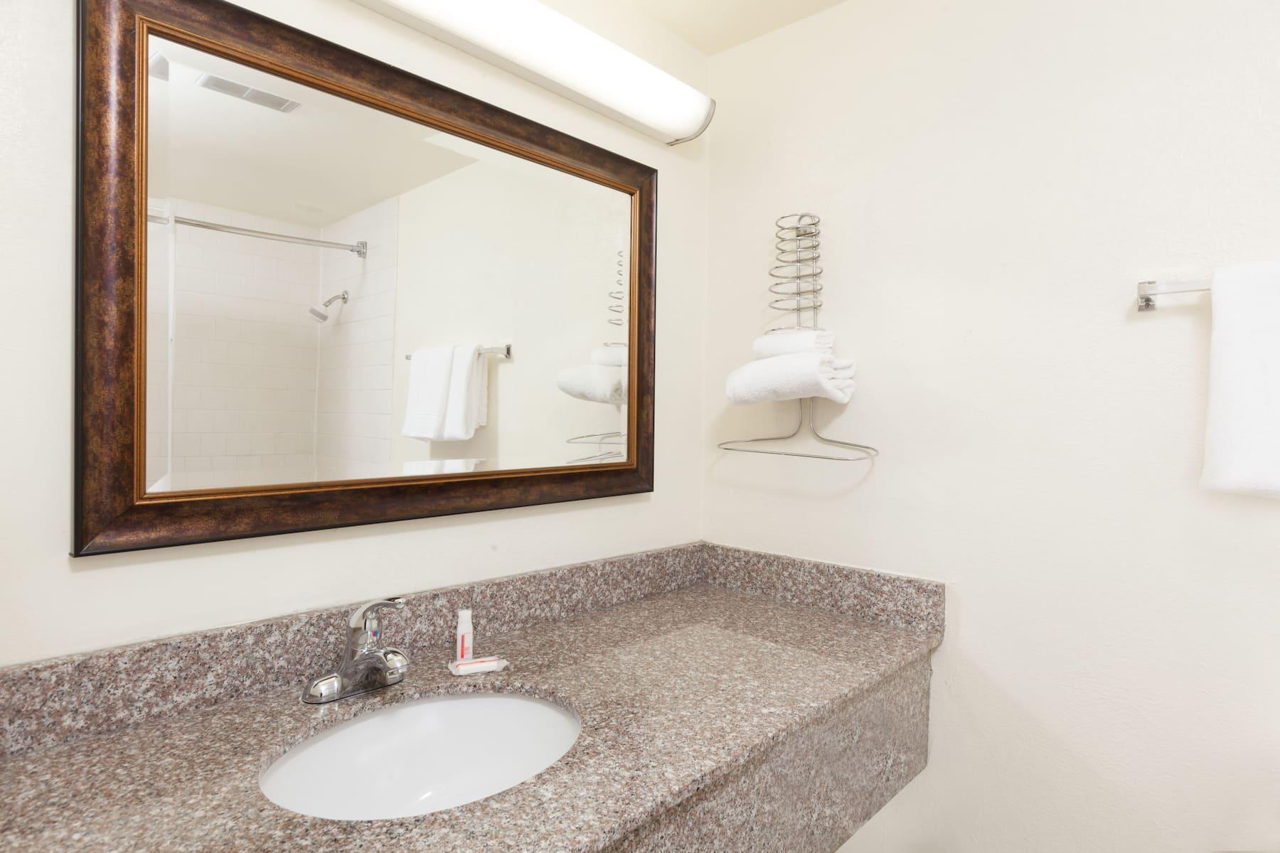 Days Inn By Wyndham Bakersfield Bakersfield Ca Hotels