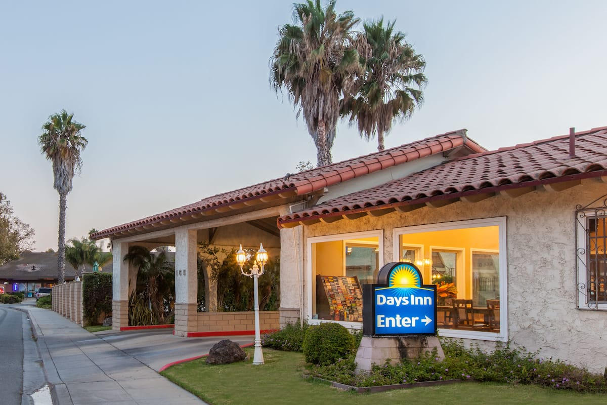 Exterior Of Days Inn Camarillo Ventura Hotel In California