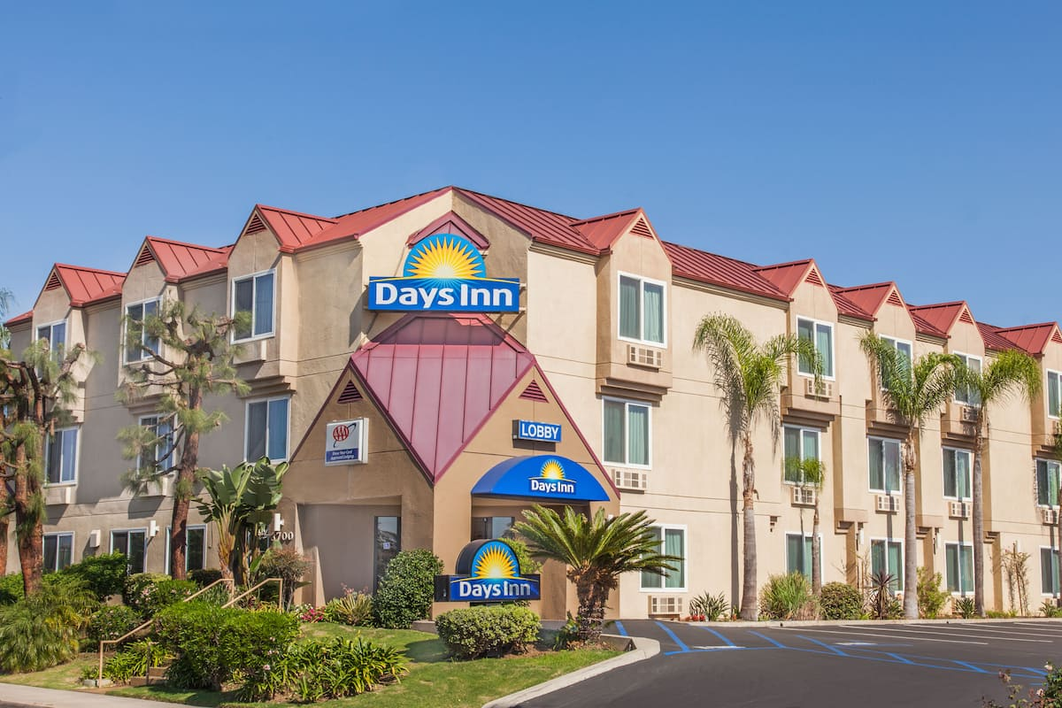 Exterior Of Days Inn Carlsbad Hotel In California