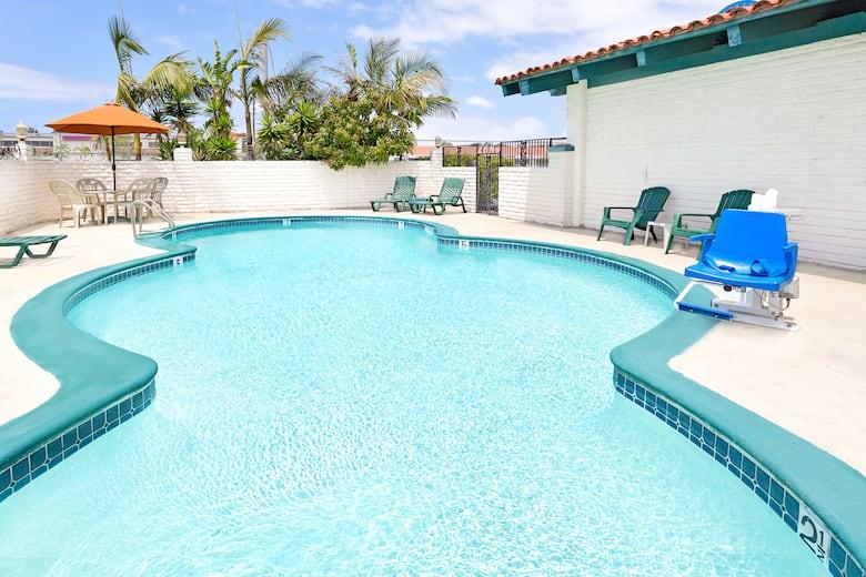Days Inn by Wyndham Costa Mesa/Newport Beach   Costa Mesa Hotels, CA ...