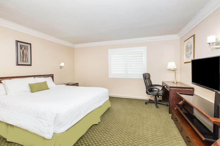 Guest room at the Days Inn Near City Of Hope in Duarte, California