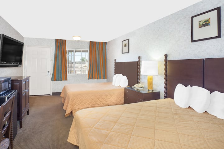 Guest room at the Days Inn Fresno Central in Fresno, California