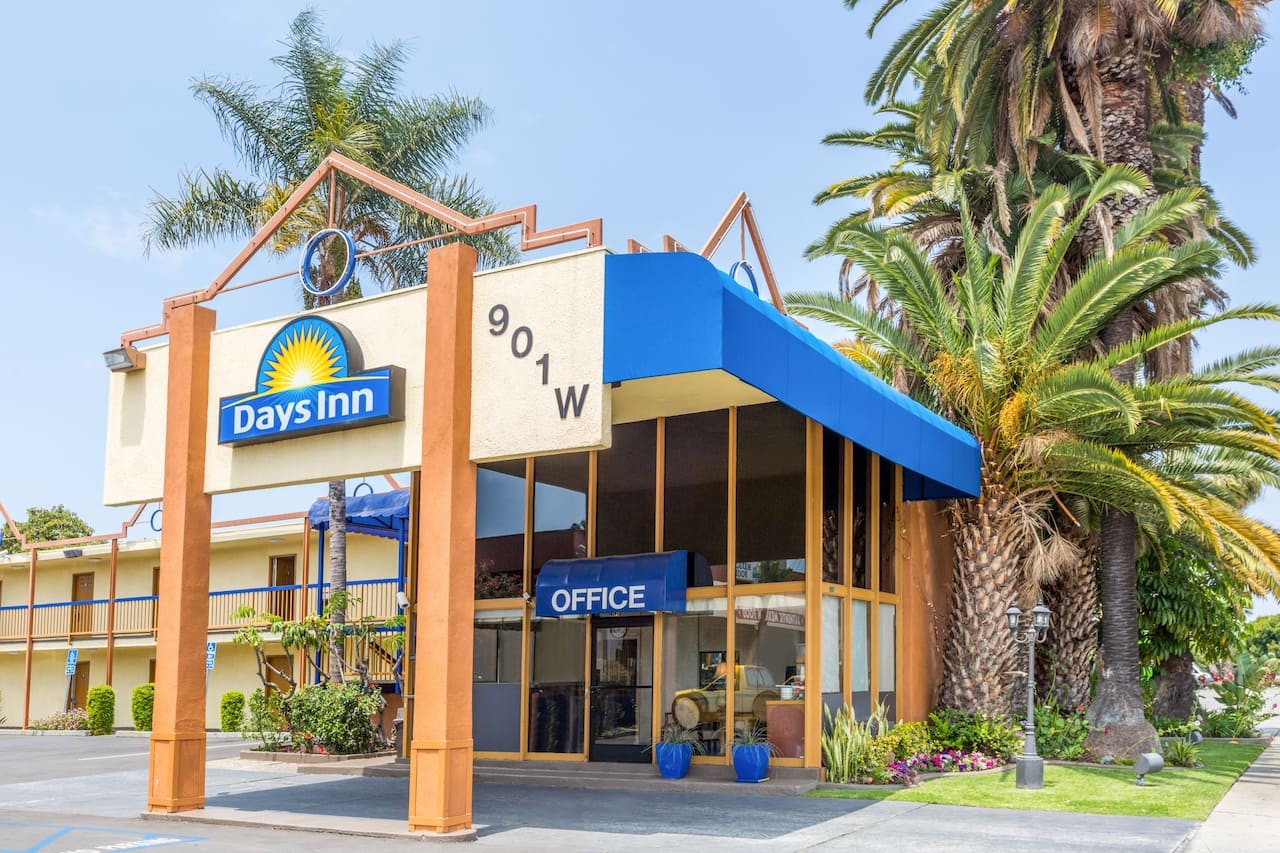 Days Inn Los Angeles LAX Airport/Venice Beach/Marina Del Ray in Alhambra, California