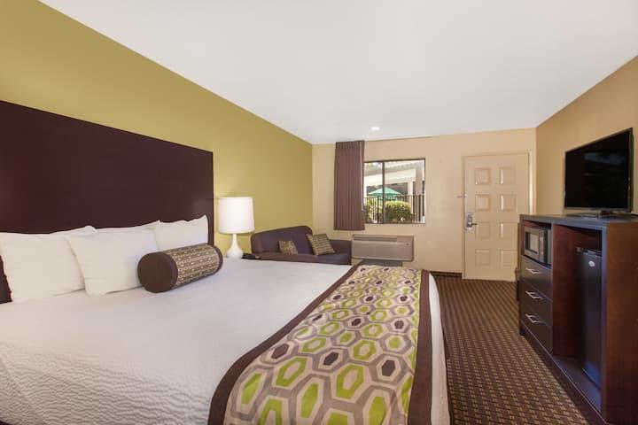 Guest room at the Days Inn San Jose Milpitas in Milpitas, California
