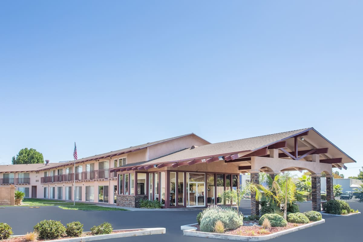 Exterior Of Days Inn Modesto Hotel In California