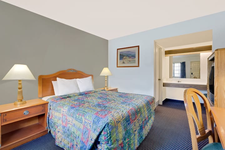 Guest room at the Days Inn & Suites Needles in Needles, California