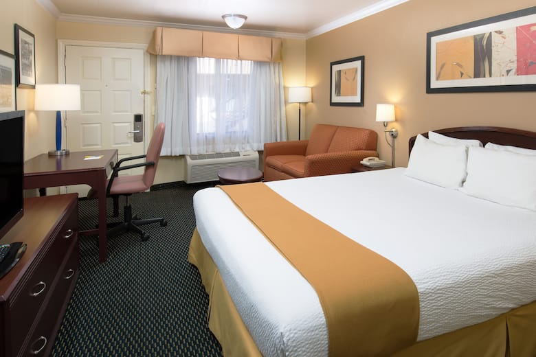 Guest Room At The Days Inn Pinole Berkeley In California