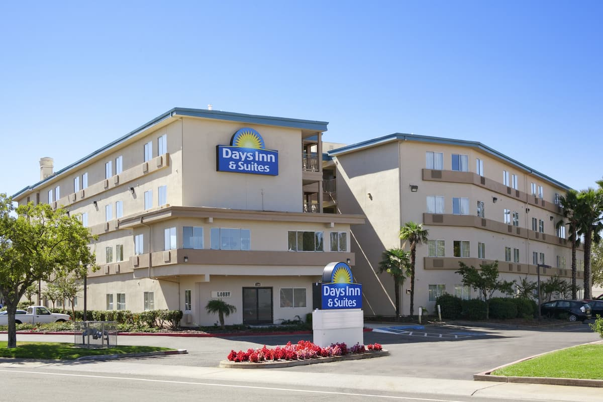 Exterior Of Days Inn Suites Rancho Cordova Hotel In California