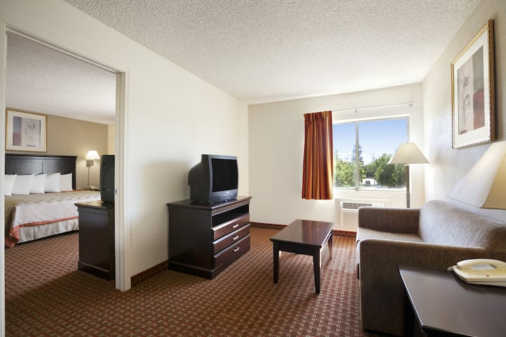 Days Inn & Suites Rancho Cordova suite in Rancho Cordova, California