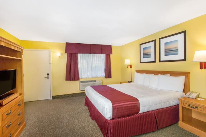 Guest room at the Days Inn Redwood City in Redwood City, California