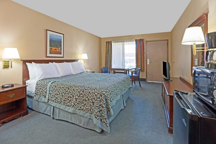Days Inn Fontana / Rialto suite in Rialto, California