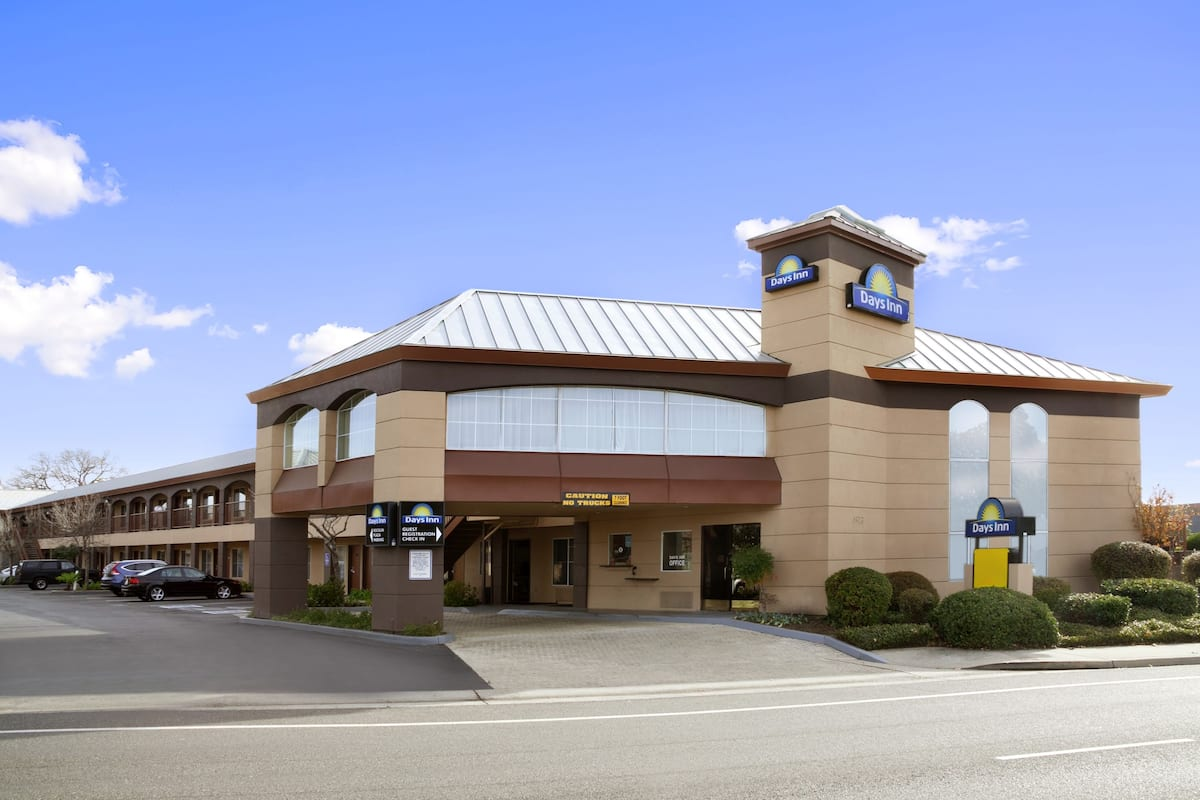 Exterior Of Days Inn Rocklin Sacramento Hotel In California