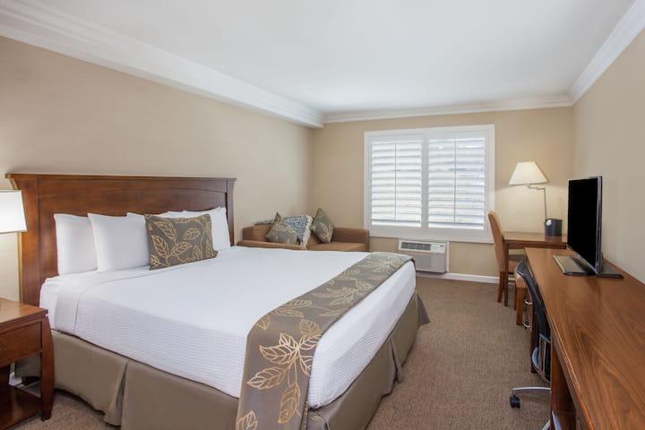 Days Inn San Diego Hotel Circle Near SeaWorld suite in San Diego, California