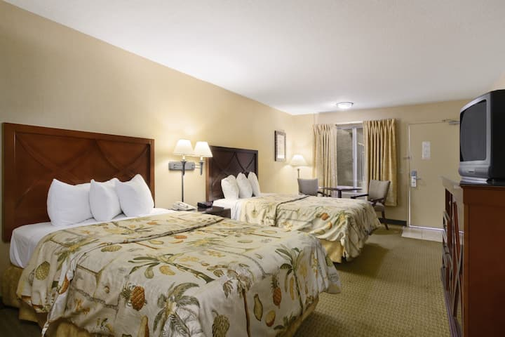 Guest room at the Days Inn And Suites San Diego Near Sea World in San Diego, California