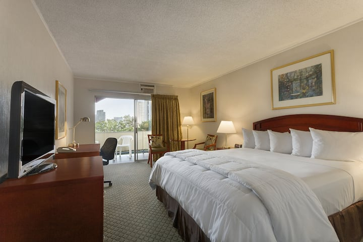 Guest room at the Days Inn San Diego/Downtown/Convention Center in San Diego, California