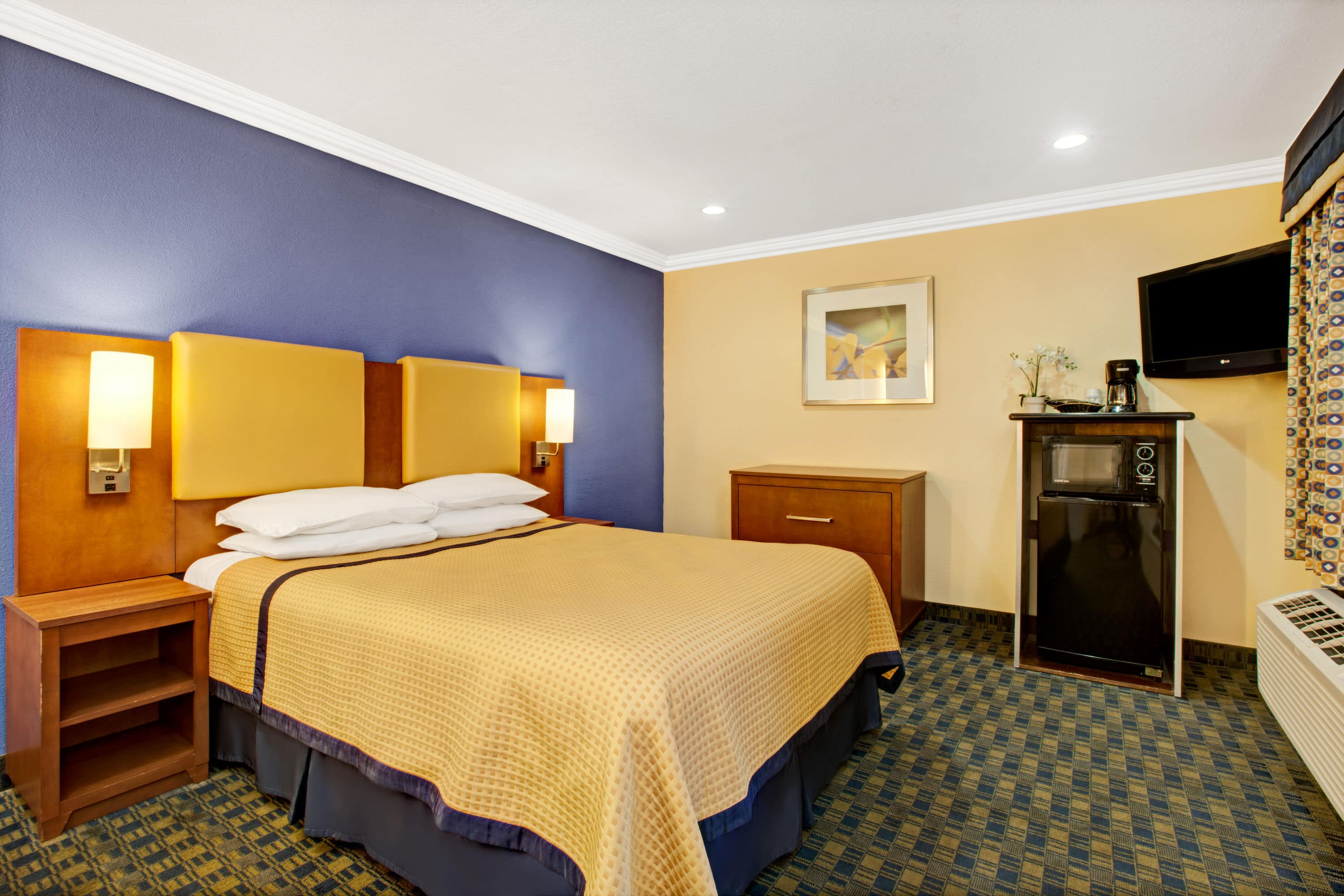 Guest room at the Days Inn San Francisco - Lombard in San Francisco, California