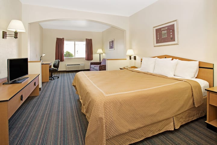 Days Inn & Suites Castle Rock suite in Castle Rock, Colorado
