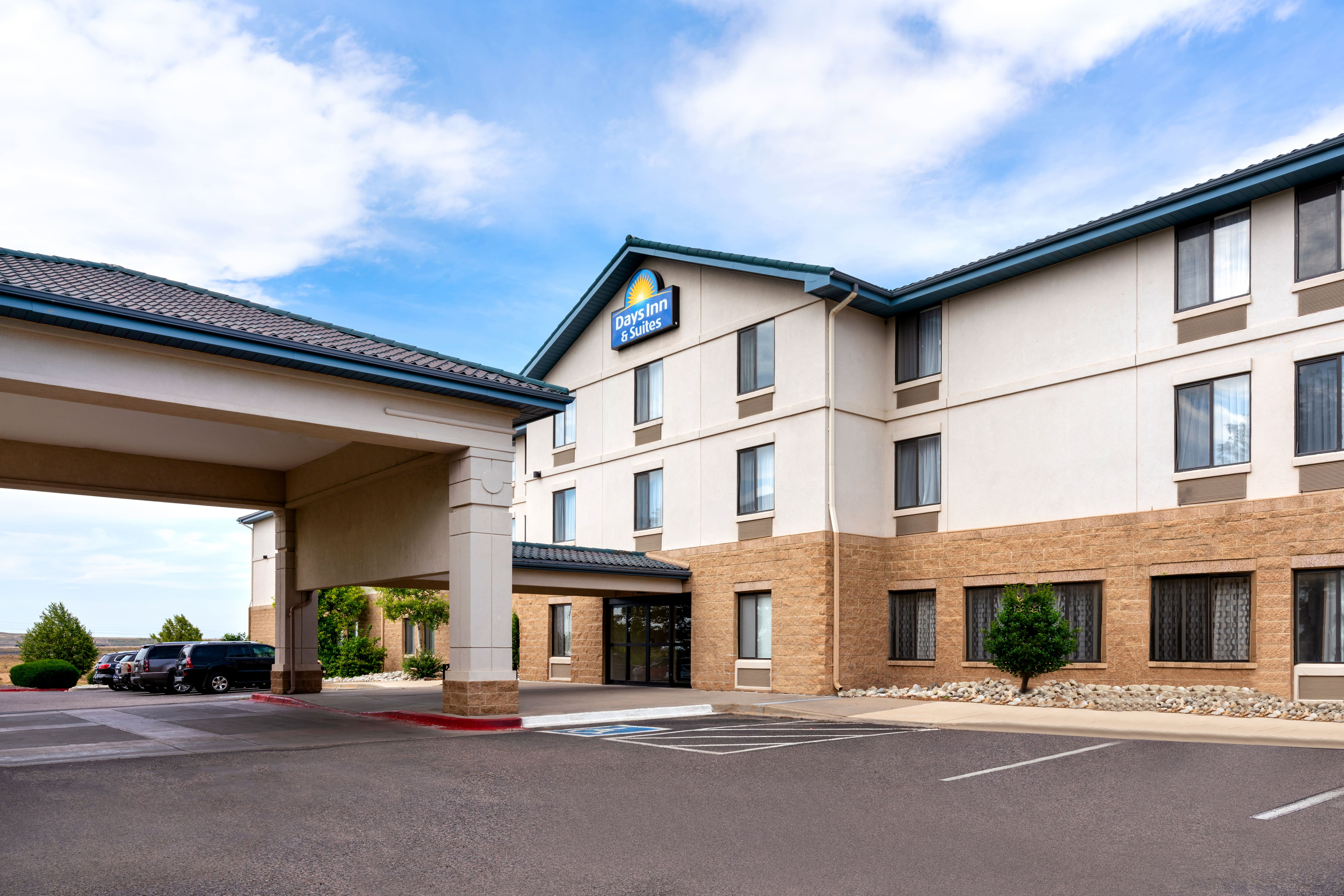 Exterior Of Days Inn U Suites Denver Airport Hotel In Colorado With Hotels Near Zoo