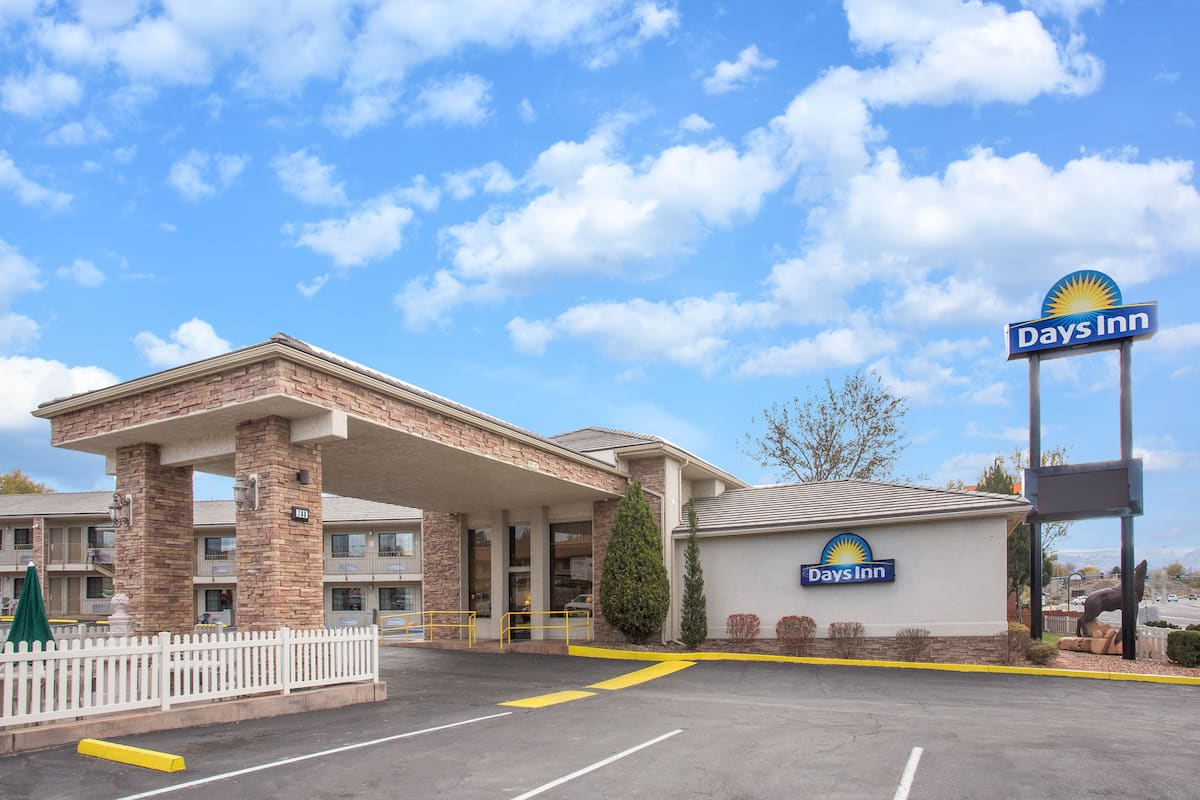 Exterior Of Days Inn Grand Junction Hotel In Colorado