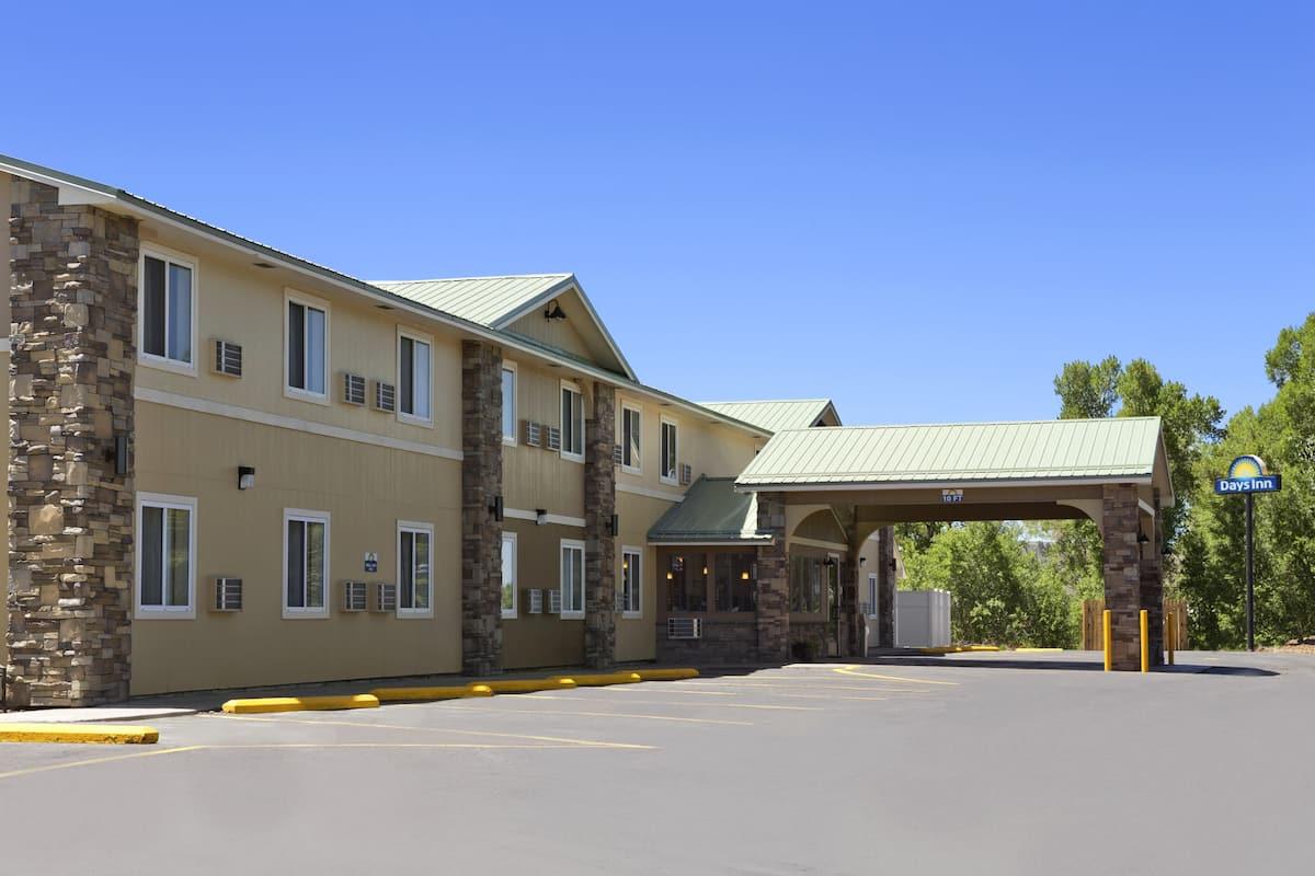 Exterior Of Days Inn Suites By Wyndham Gunnison Hotel In Colorado