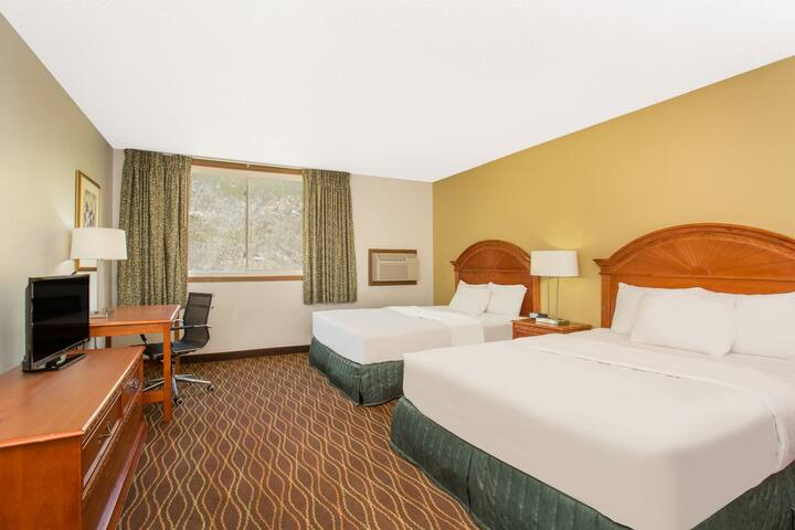 Guest room at the Days Inn Silverthorne in Silverthorne, Colorado