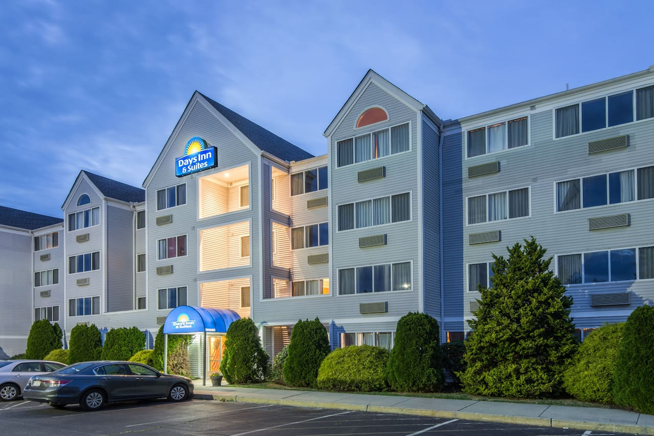 Days Inn & Suites Groton Near the Casinos in  Groton,  Connecticut