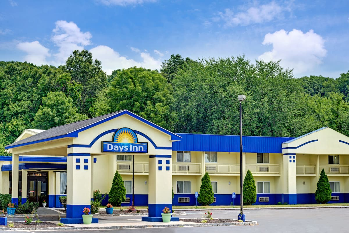 Exterior Of Days Inn By Wyndham Southington Hotel In Connecticut