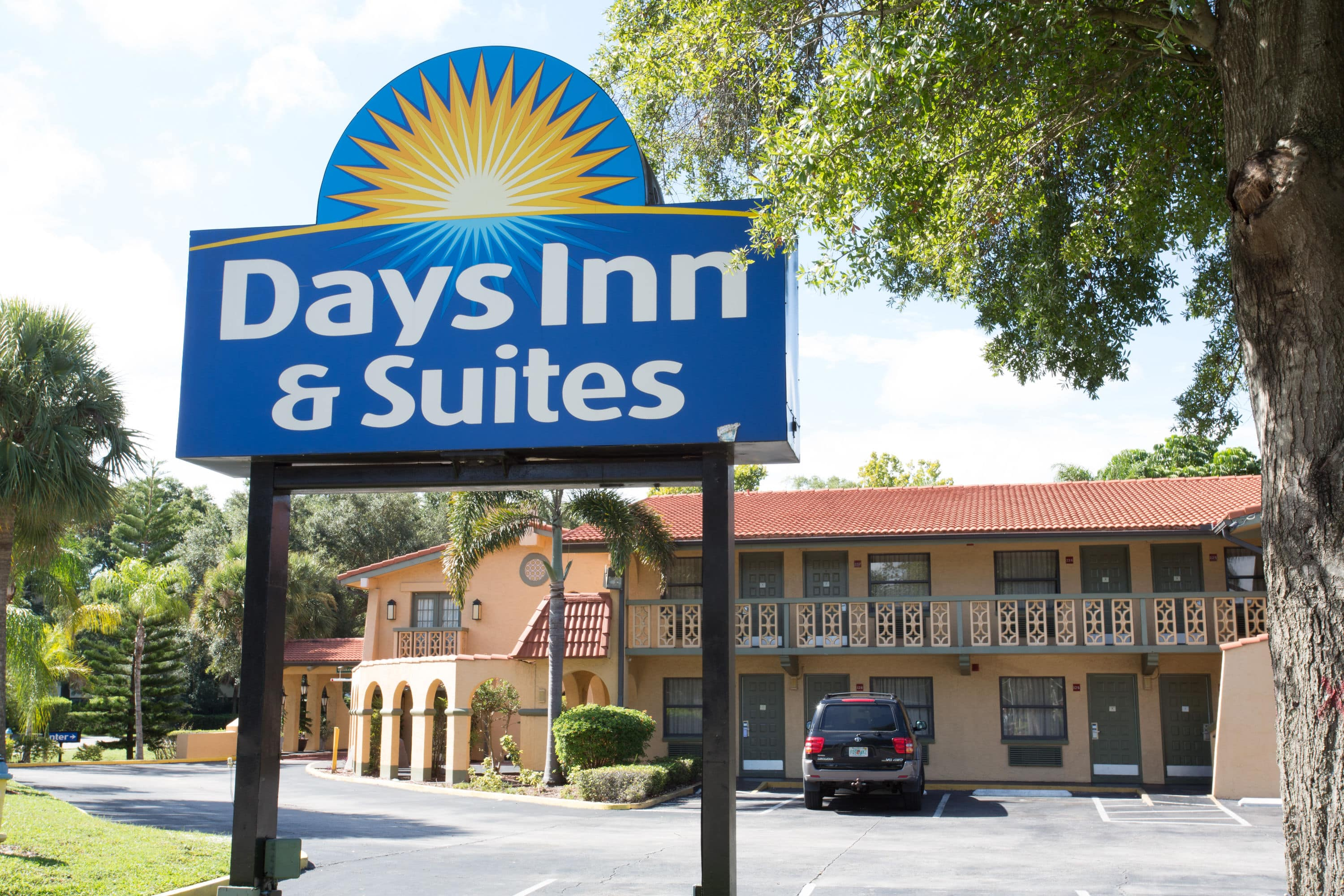 Awesome Exterior Of Days Inn U Suites Altamonte Springs Hotel In Florida With Hotels Near Deltona Fl