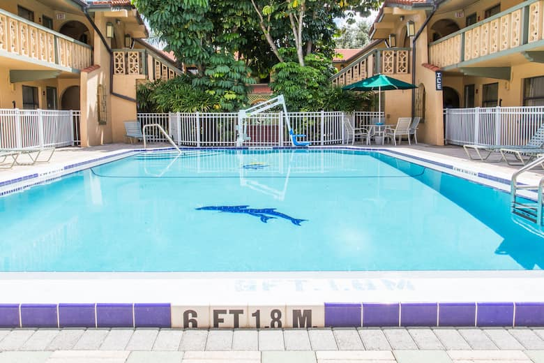 Pool At The Days Inn Suites By Wyndham Altamonte Springs In Florida