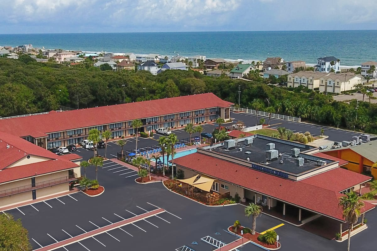 Exterior Of Days Inn Suites Amelia Island At The Beach Hotel In
