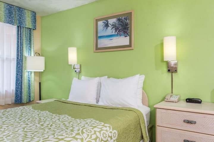 Guest room at the Days Inn Bradenton I-75 in Bradenton, Florida