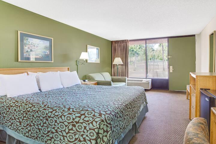 Guest room at the Days Inn Bradenton - Near the Gulf in Bradenton, Florida