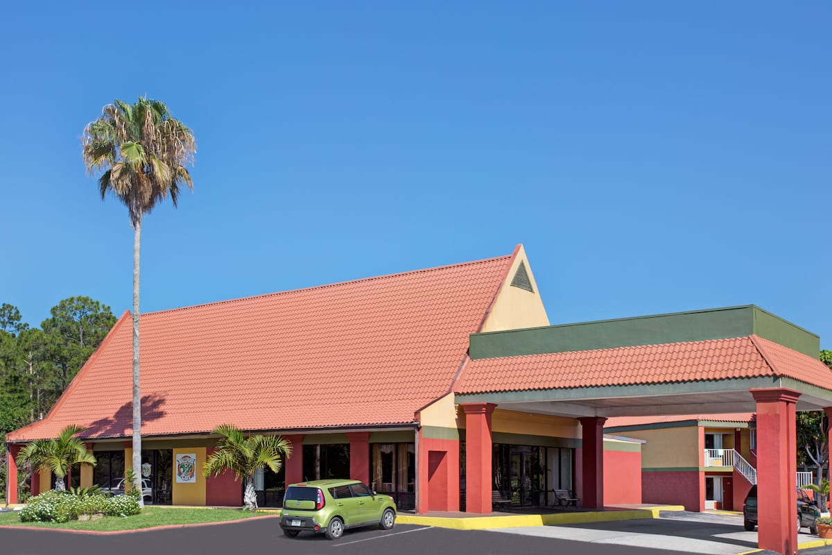 Exterior Of Days Inn Cocoa Cruiseport West At I 95 524 Hotel In