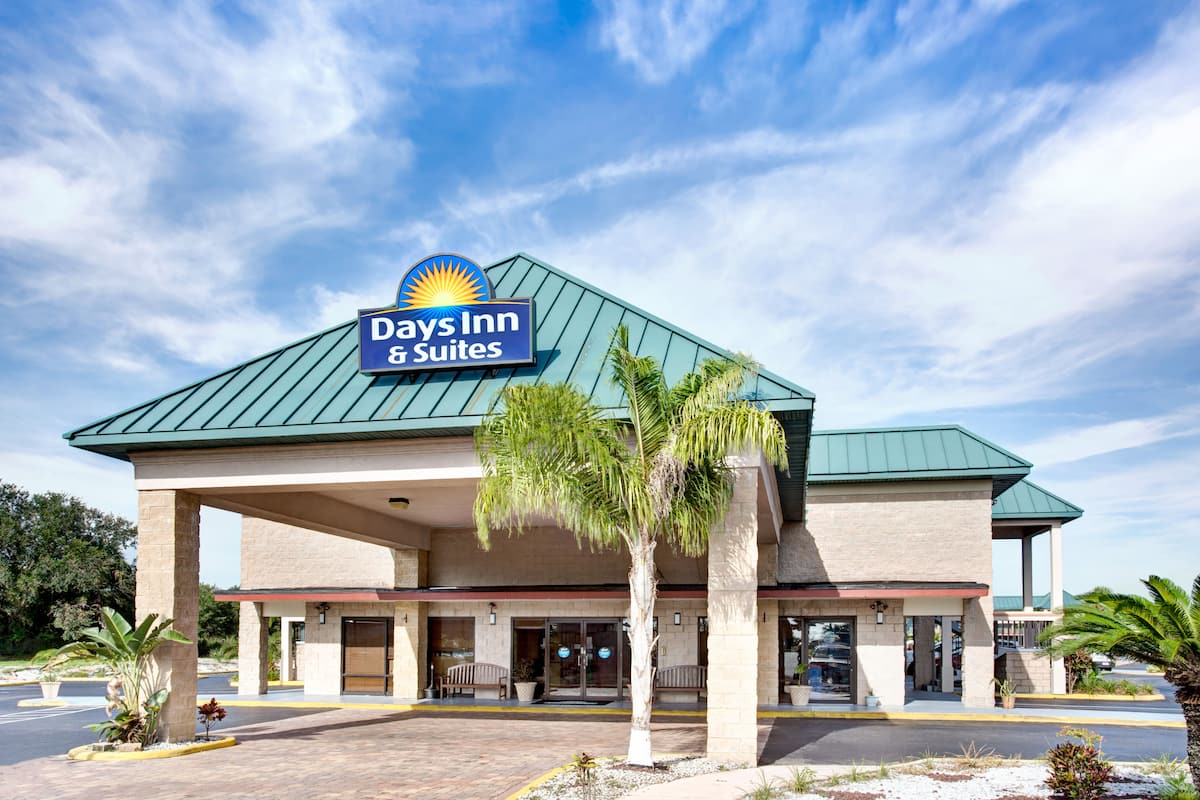 Exterior Of Days Inn Suites Davenport Hotel In Florida