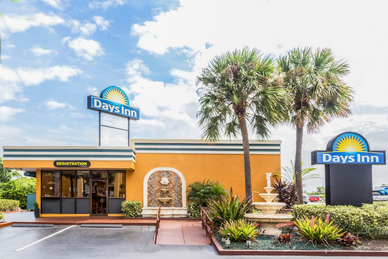 Days Inn Fort Lauderdale-Oakland Park Airport North in  Broward,  Florida