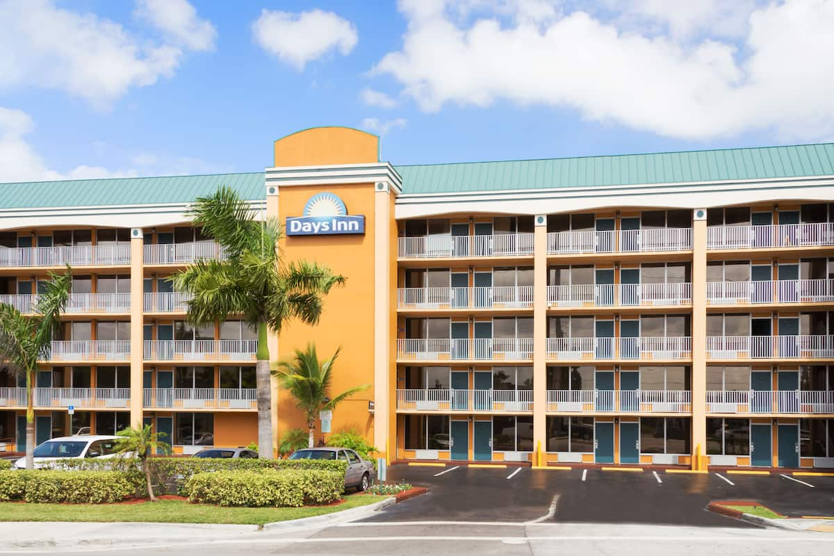 Exterior Of Days Inn Fort Lauderdale Oakland Park Airport North Hotel In