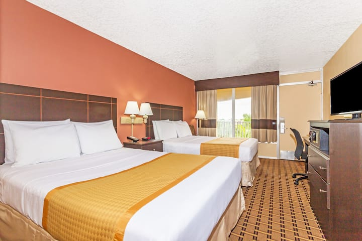 Guest room at the Days Inn Fort Lauderdale-Oakland Park Airport North in Fort Lauderdale, Florida