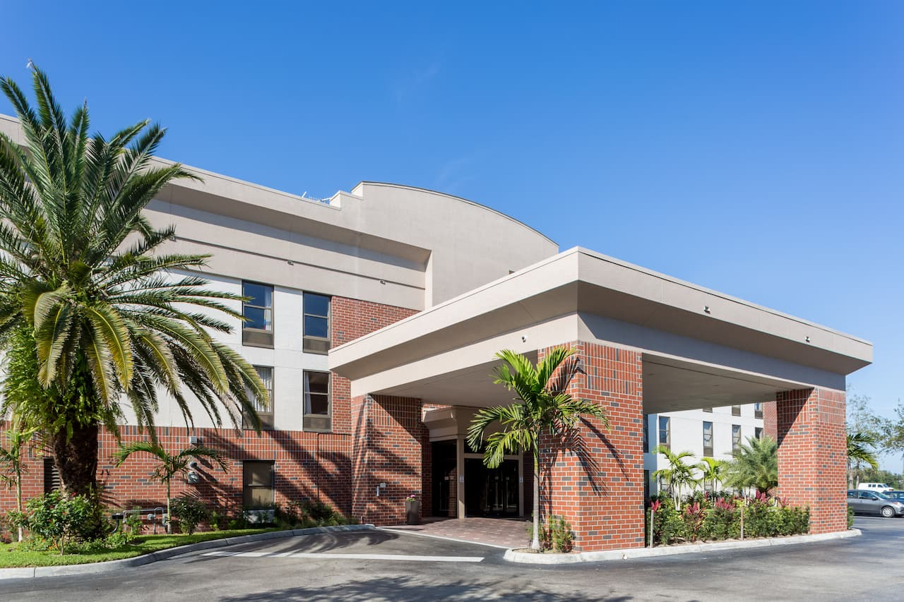 Days Inn & Suites Fort Myers Near JetBlue Park in Fort Myers, Florida
