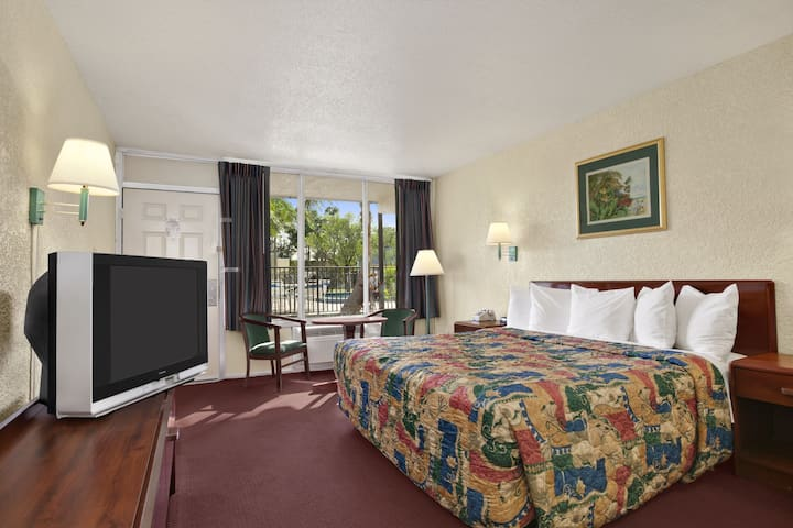 Guest room at the Days Inn Fort Pierce Midtown in Fort Pierce, Florida